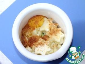 2. Подготовим фарш. В чашу блендера кладем: фарш, репчатый лук (1 шт), приправу, 1 яйцо, кабачок (100 г), 1 зубчик чеснока. Измельчить блендером. Затем добавить соль, перец молотый и панировочные сухари (от 3-5 ст. л.). Сухари добавлять по 1 ст. л.. Масса должна быть густая.