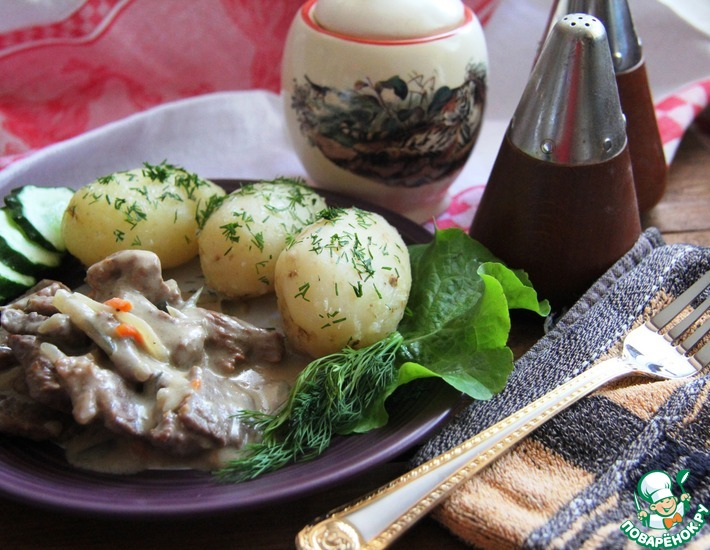 Рецепт: Гуляш с солеными огурцами по-крестьянски