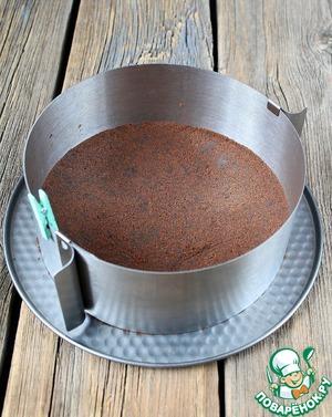ФОРМА 18-20 СМ       ОСНОВА:Печенье измельчить, добавиться растопленное сливочное масло и молоко (сливки). Перемешать. Равномерно распределить по форме ( у меня разъемное кольцо) и утрамбовать. Убрать в холодильник пока будем готовить мусс.