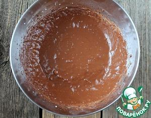 Желатин растопить и процедить (НЕ кипятить!) и добавить в творожно-шоколадную смесь. Все тщательно перемешать.