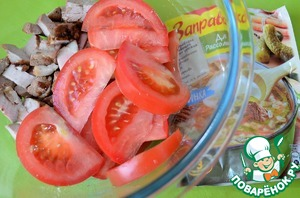 Tomato wash and cut into thin slices.  Add to the meat.
