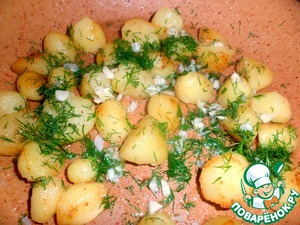 Potatoes, if large, cut into cubes with a side of 2-3 cm, and fry on all sides in the 1st. L. butter, salt, add chopped clove of garlic and dill, stir, immediately pour into a dish, in which we serve.