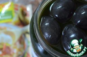 Добавить маслины, прокипятить.    Заправить сахаром/солью по вкусу.