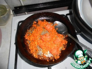 Carrots grate and lightly in vegetable oil.