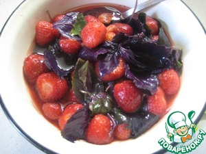 Add Basil to the strawberries, a little stir and leave to cool.