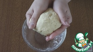 Put the dough in a plastic bag and refrigerate for 40 min.