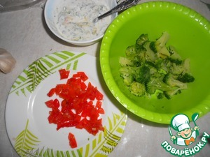 Broccoli boil for 3-4 minutes in lightly salted water. Sweet pepper cut into squares.
