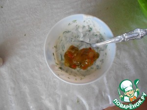 Mix yogurt with salt, pepper and herbs with the garlic, add the Caesar dressing. Add the soft cheese, whisk.