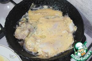 Ну, приступаем –   Прочь все условности,   Варим мы рыбу   До полуготовности.   Потом вынимаем   И от костей отделяем.   Кулинарный нюанс   Подскажу Вам на ушко –   Из муки и яиц   Готовим болтушку.   В бульоне пока пусть   Картофель с перловкою варится,   А рыбу в болтушку   И на сковородке поджарится.   Вот здесь для приправы   Подойдут итальянские травы.