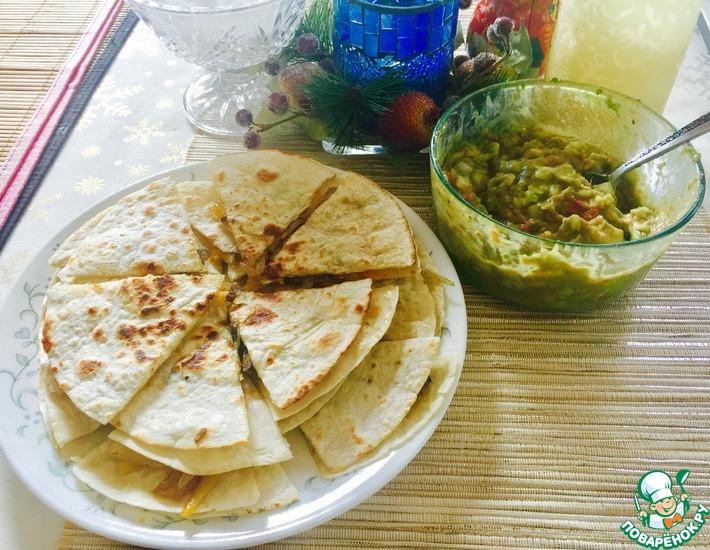 Рецепт: Салат Гуакамоле и овощные кесадильи