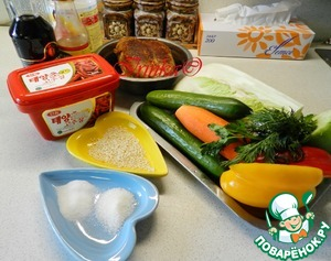 A set of products. The breast can be baked or boiled. You can take a breast of chicken grilled. I baked it in a slow cooker, zamarinovat it beforehand in soy sauce.