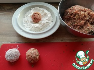 Roll round balls, dip them in flour and put in heated ol. oil the pan.