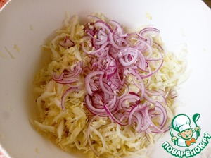 Onion cut into half rings, add to the cabbage.