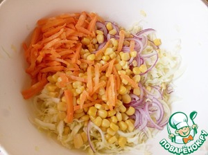 """Carrots grate on a """"Korean"""" a grater or in a conventional major, add to the salad."""