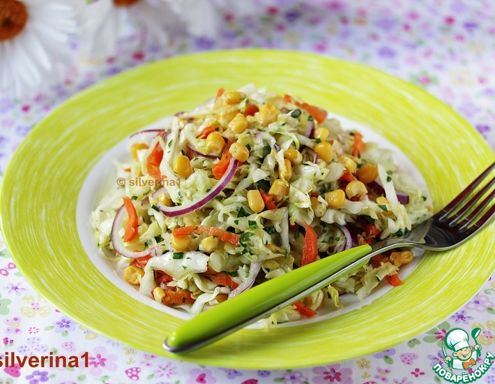 Рецепт: Капустный салат с морковью и кукурузой