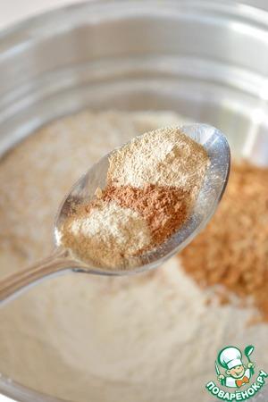 Всыпьте в тесто пряности, перемешайте все сухие ингредиенты