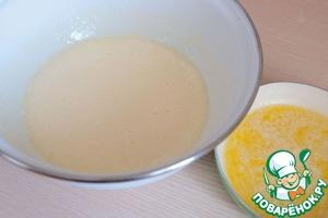 Масло (60 гр.) растопить. Добавить в яично - сахарную смесь.