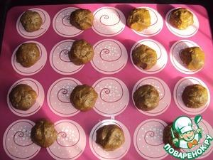 Из полученного теста скатать небольшие шарики или выложить тесто ложкой на противень, застеленный бумагой для выпечки (или силиконовым ковриком). Выпекать при температуре 180 град. около 30-35 мин. (до сухой спички, но не пересушить).