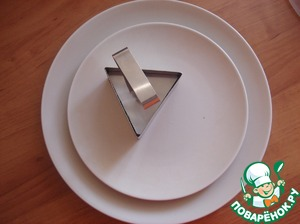 Prepare the dish for serving. I buckwheat laid out in a triangular shape.