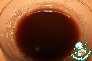 В миске смешиваем 1 ч. л. корицы и растительное масло.