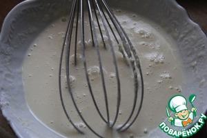 Mix the sour cream, eggs, flour and a little salt to the batter.