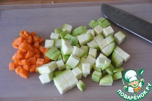 Carrots and zucchini cut into cubes. Put to the onion.