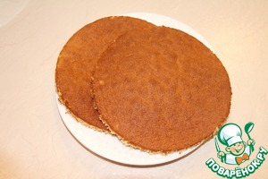Honey sponge cake cut the two cake diameter 16 cm