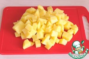 Картофель нарезать некрупными кубиками.