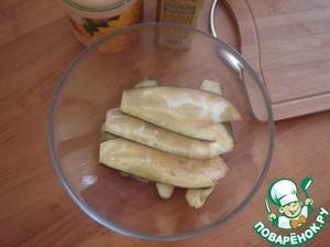 Slightly add salt and sprinkle with olive oil.