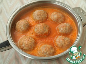 Add water and mix well the sauce.  Spread the sauce to the meatballs, bring to a boil. Cover the pan with a lid, reduce the heat and cook the meatballs for 30 minutes.