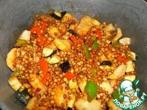 Add the washed lentils, eggplant, zucchini, potatoes, mix well.