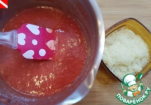 Raspberry puree (seedless) add the mix, stir and put on fire. Bring to a boil, heat 1-1. 5 minutes. Remove from the heat. Enter gelatin. To cool down a bit.