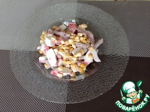 Add canned corn and mayonnaise (sour cream)