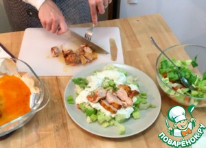 Put half of the salad on a large plate, add the couscous, pour over sauce and spread on top of sliced ready chicken.