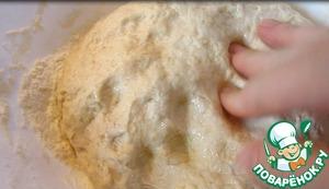 Тесто должно быть эластичным ни твердым ни мягким. Оставляем тесто расстаиваться на 30 минут.