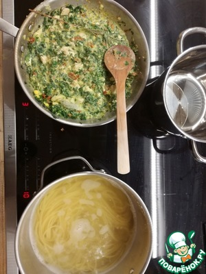 Finely chop the parsley, Chile, garlic, rosemary and pour in the broth, then simmer for another 10 min. in Parallel, start cooking spaghetti. If You calculate good time, all will be ready almost simultaneously.
