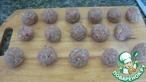 From stuffing make meatballs, I got 16 pieces 4 pieces in each pot