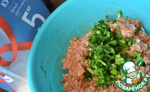 Add the cooked (caveat No. 3) the rice in the stuffing.  Greens to wash, chop, stir in the minced meat.