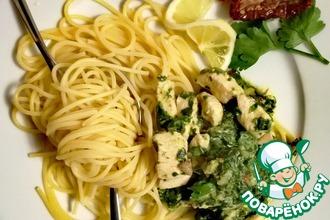 Рецепт: Спагетти со шпинатом, курицей и розмарином