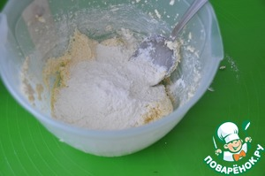 Put the flour in stages. First half a Cup, beat with a mixer, then another half Cup, stir with a spoon. Next on the culinary Mat pour another half a Cup and knead elastic dough.