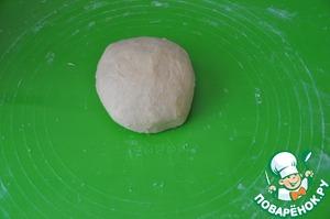 Готовое тесто должно быть мягким и не липнуть к рукам.    Ещё хочу заметить, что сырое тесто очень вкусное)). Подобное тесто я любил есть в детстве, когда мама пекла песочное печенье.