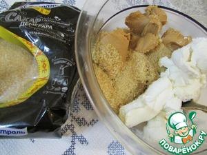 Приготовить начинку. В миске соединить сахар Демерара ТМ Мистраль, арахисовую пасту, рикотту и сливочный сыр. Размешать вилкой до однородности.