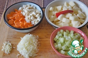 Rinse celery and chop the stalks into wedges 0.5-1 cm. Carrots wash, peel and cut into slices of 0.5–1 cm Peeled potatoes cut into cubes the size of 2 cm In this form, it should have approximately 5 cups. Remove top and bottom from chili peppers. Onion minced, garlic slice with a knife. Shred the cilantro. You should get 0.5 cups. Chop the spinach. It is necessary 2,5-3 cups.