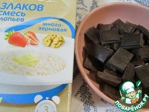 Шоколад наломать небольшими кусочками. Растопить на водяной бане или в микроволновке.