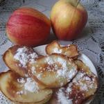 Яблоки, жаренные в тесте