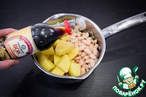 """Of canned beans drain the liquid and wash it. Peel the potatoes, cut into large cubes. Beans and potatoes add to the skillet, pour sauce wok TM """"Kikkoman"""". Add water to cover all ingredients of the soup."""