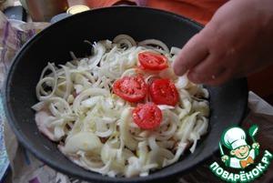 Баранину мелко режем, как на гуляш, солим-перчим чуть-чуть, добавляем чепотку кориандра молотого и зиры, режем лук кольцами и накрываем им мясо