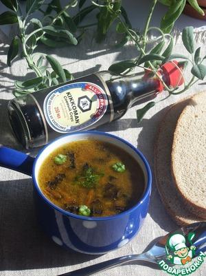 Разливаем суп по чашкам. Подаем суп, добавив свежей зелени.