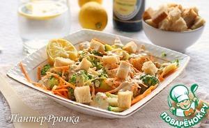 Заправить салат, перемешать и поставить в холодильник на час. Подавать с крутонами.