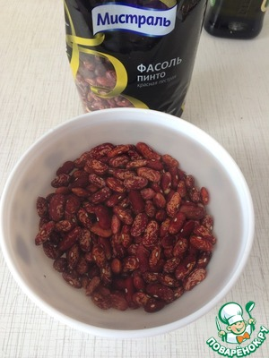 Soak the beans for 4 hours in cold water according to the instructions on the package. If you have limited time, you can cook without prolonged soaking.